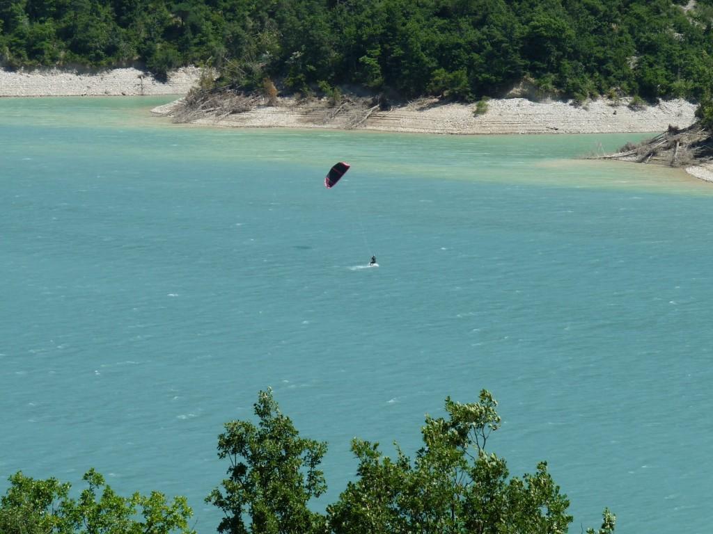 Pour ceux qui connaitraient pas, le kitesurf, c'est ça